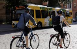 Helsinki bus and cyclists